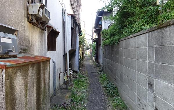 通路が狭く再建築すると狭くなってしまう家